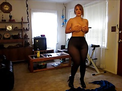 Big booty broad changes her outfits for you!