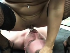 Needy woman loves facesitting guy in dirty porn modes